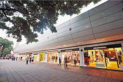 """香港商家傻眼!内地游客""""消失了"""" 海味街没"""