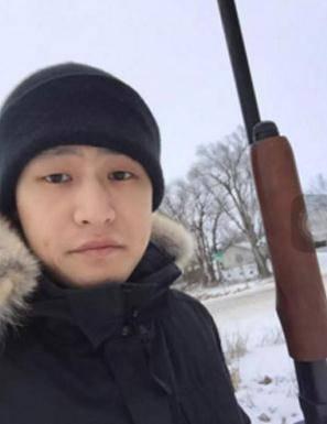 中国留学生贴持枪照暗示若挂科杀教授 被开除遣返