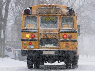 伦敦和Middlesex地区的所有的校车暂停运营