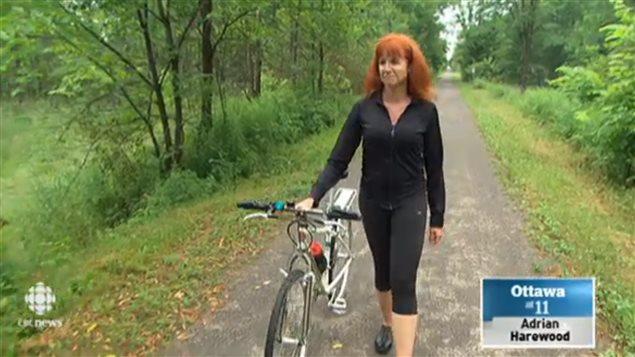 凯莉是休闲自行车运动爱好者